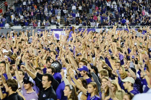 Frog hand sign TCU Horned Frogs