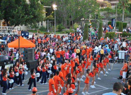 UTEP Miners cheerleaders