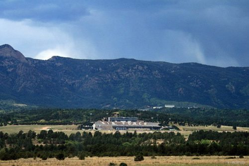 Air Force Falcons stadium Pikes Peak and Cheyenne Mountains