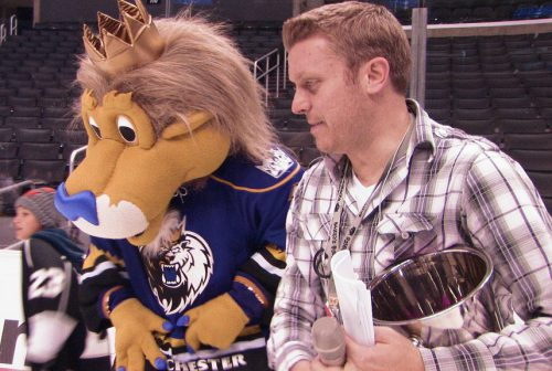 Los Angeles Kings mascot and Jay Flats