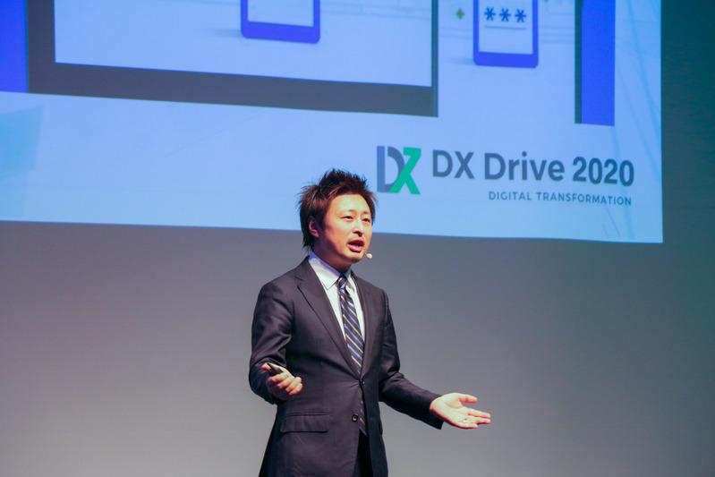 DXについて講演する須藤氏の写真