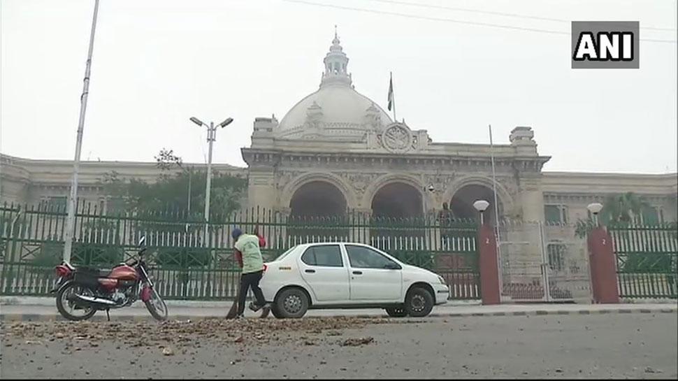 लखनऊ : कम कीमत मिलने से नाराज किसानों ने मुख्यमंत्री योगी के आवास पर फेंके आलू