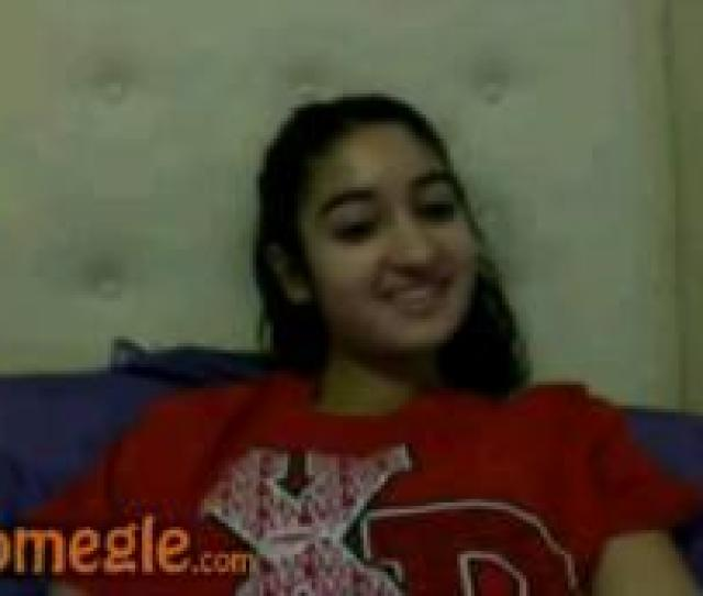 Arab Girl Gets Naked On Omegle