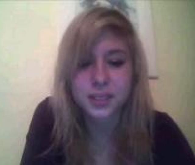 Busty Webcam Teen Flashing