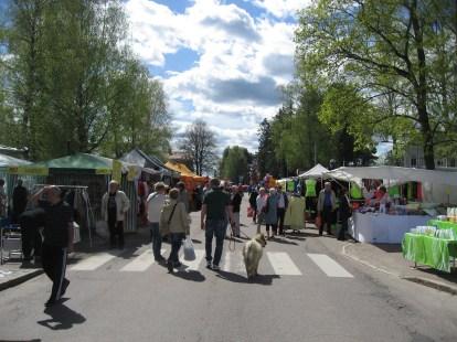 Här, mellan Kyrkogatan och kyrkan börjar marknaden