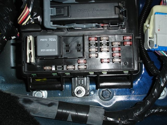 2005 mustang interior fuse box location ford mustang forum for 2005 ford mustang fuse box location?resize=618%2C464&ssl=1 2017 mustang interior fuse box brokeasshome com 2014 mustang interior fuse box location at bayanpartner.co