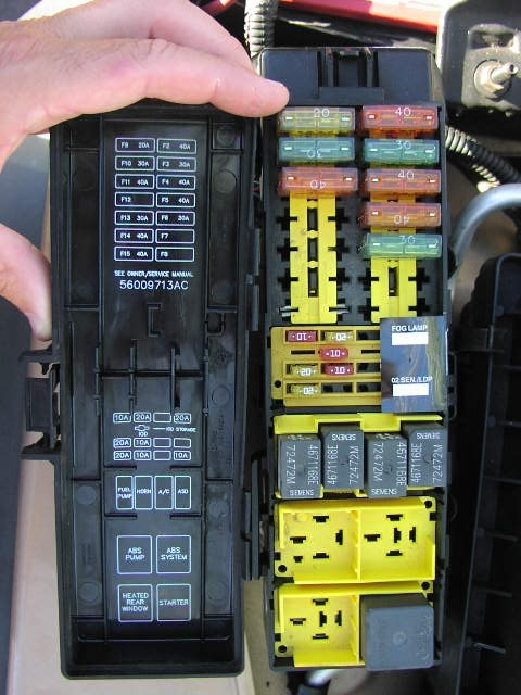 2005 jeep wrangler x fuse box location explained wiring diagrams rh dmdelectro co Jeep Wrangler TJ Fuse Box Diagram 2009 Jeep Wrangler Fuse Box