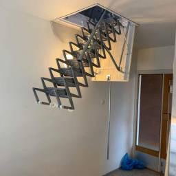 Den nye trappen 1/2 veis utslått for bruk i fra annen vinkel