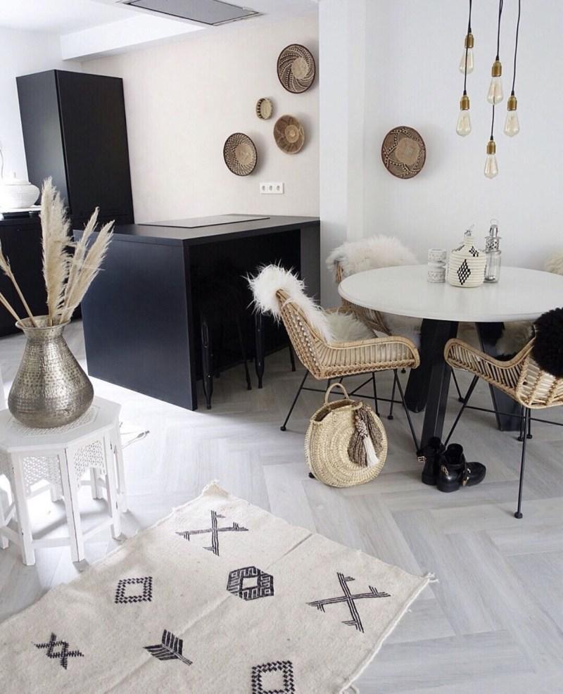 Zwarte keuken met bohemien accessoires