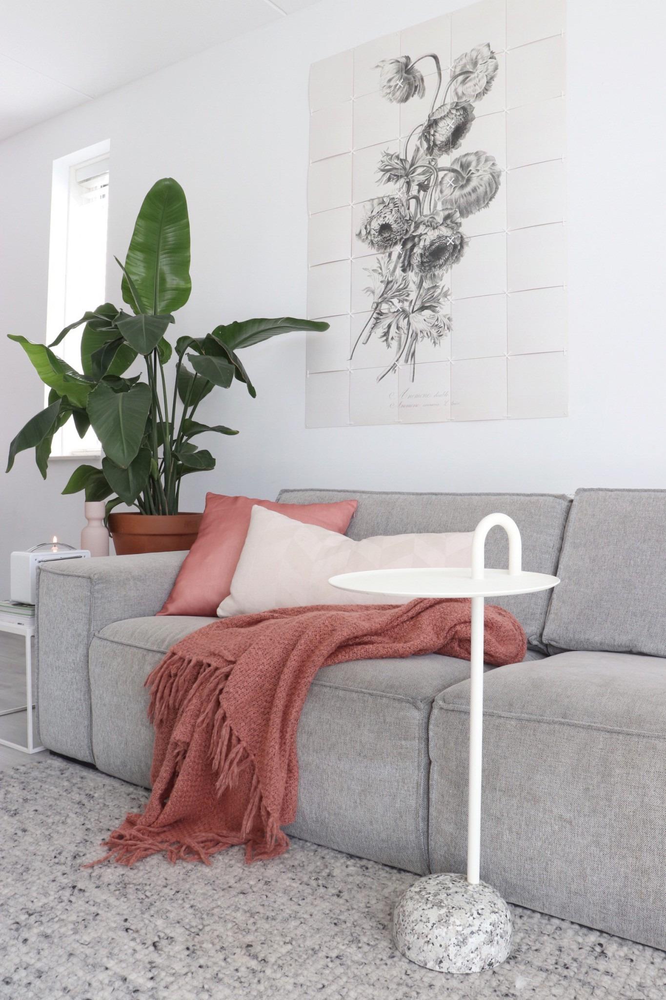 Een Bijzettafel van Hay in een Scandinavische woonkamer.
