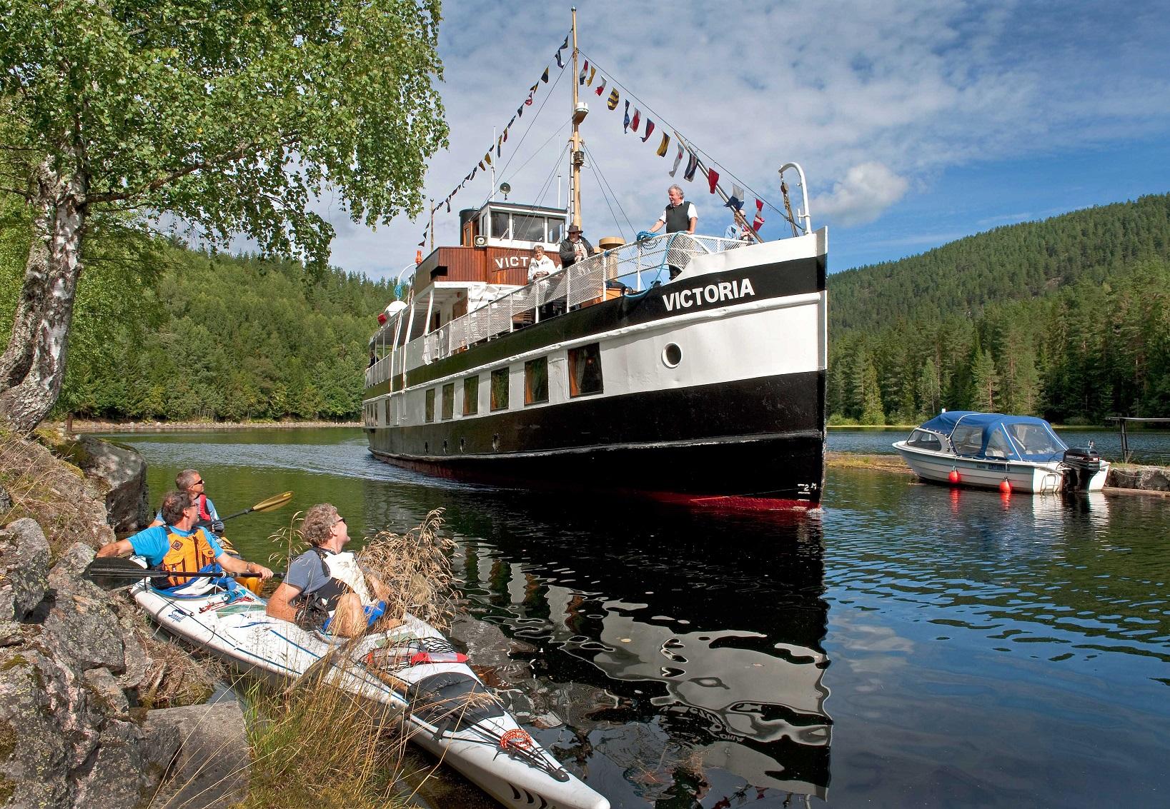 Båt i kanal i Telemarkl