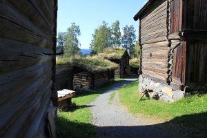 Gamle tømmerbygninger på Maihaugen.