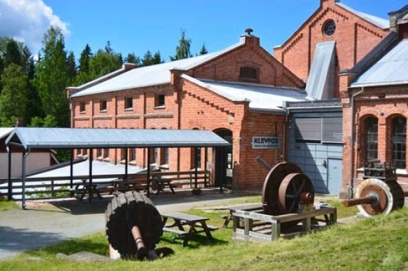 Klevfos museum er en gammel mursteinsbygning.