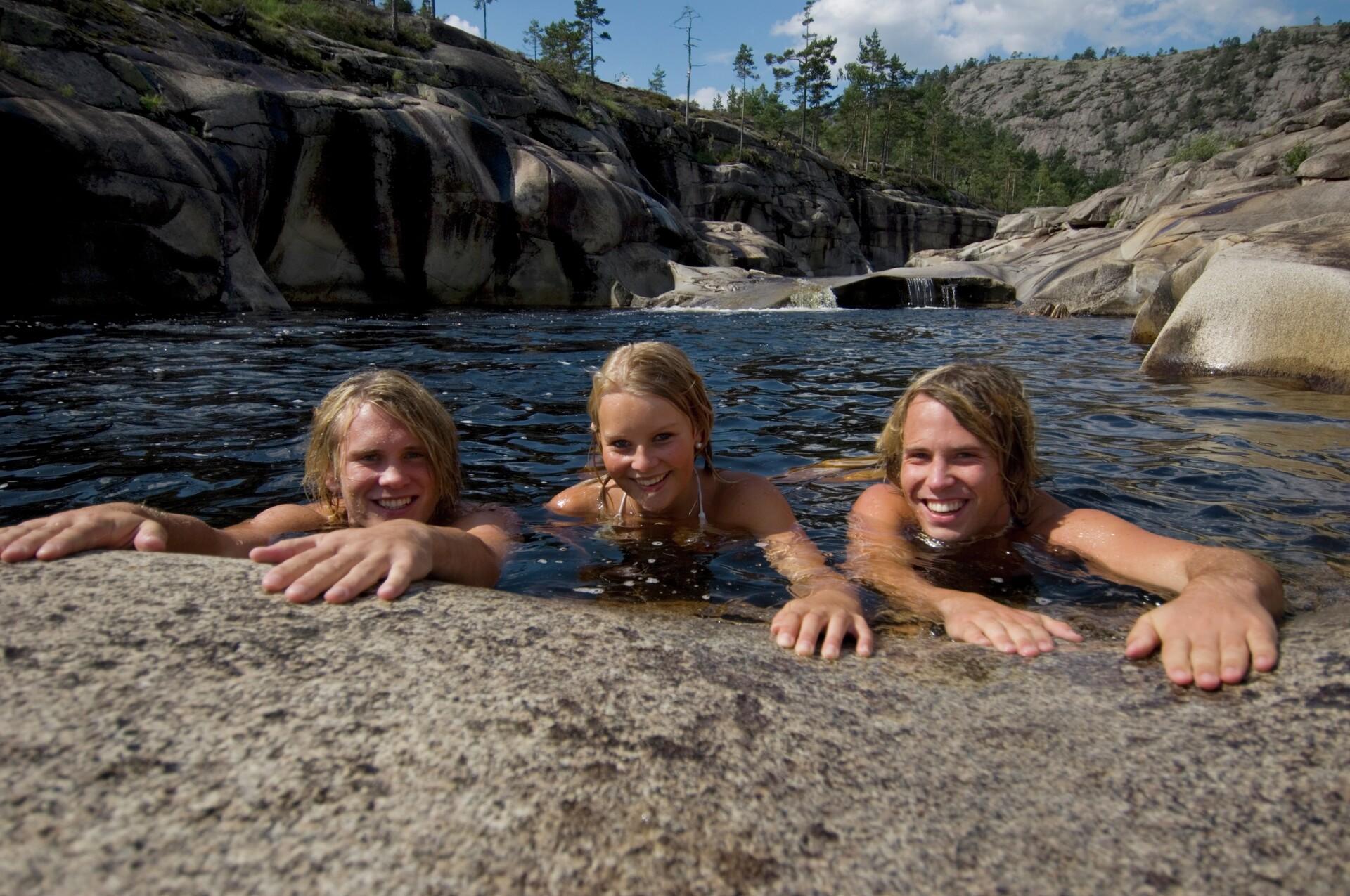 Telemark jettegryte ungdom bader