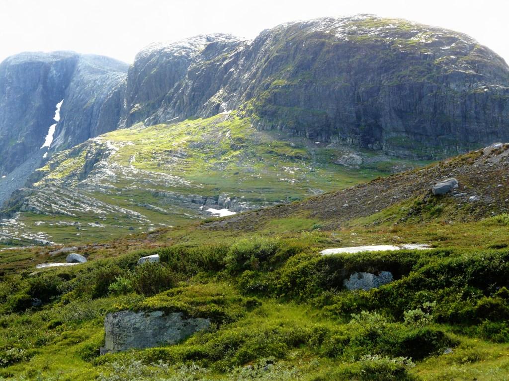 Det er herlig utsikt innover Bygdin og Jotunheimen, men også over hele nordlige Valdres.