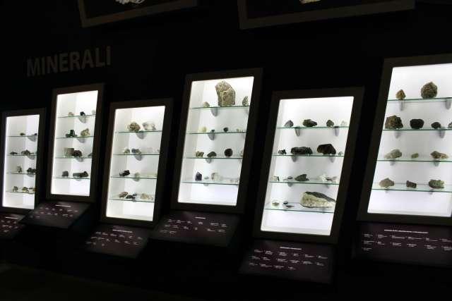 Minerali i kristali / Minerals and crystals