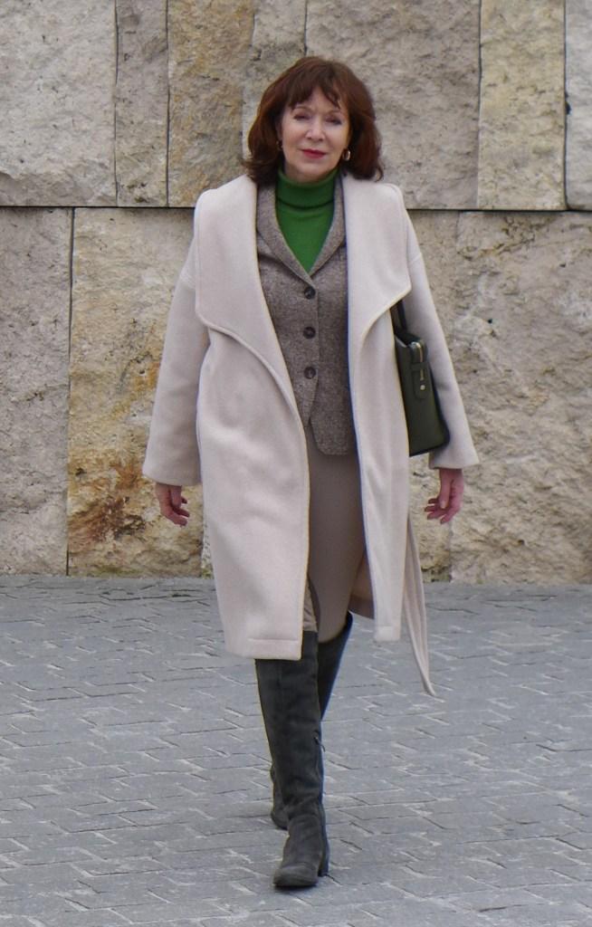 kurzmantel über tweedsakko