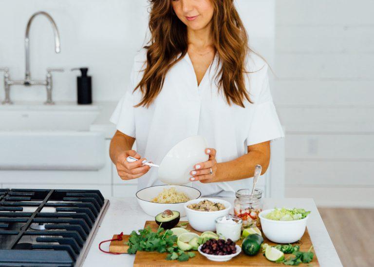 80% van de vrouwen lijdt aan hormonale onbalans – een expert legt uit waarom, plus 10 voedingsmiddelen om oestrogeen te verlagen
