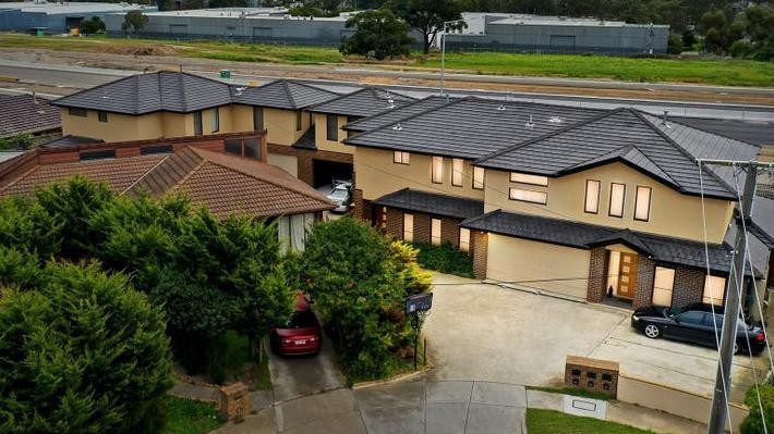De investering van $ 90ka jaar in Dingley Village die het jaarlijkse inkomen van de typische Australiër overschaduwt