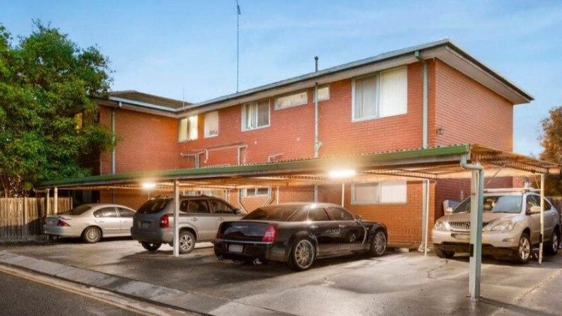 Eastern Freeway Porsche-coureur Richard Pusey verkoopt flatgebouw South Geelong voor bijna $ 1 miljoen winst