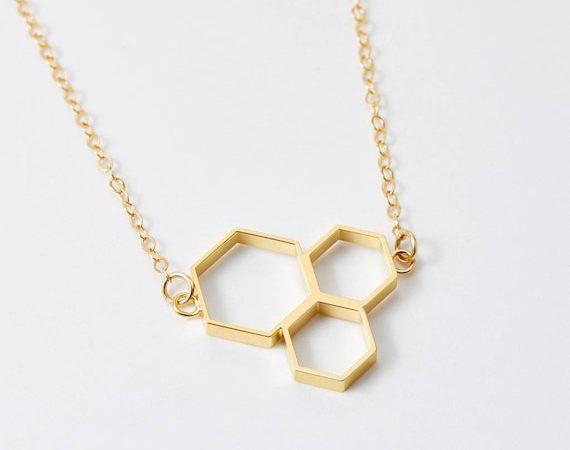 gouden driedubbele honingraat charme hanger ketting voor vrouwen door BeehiveHandmadeLLC