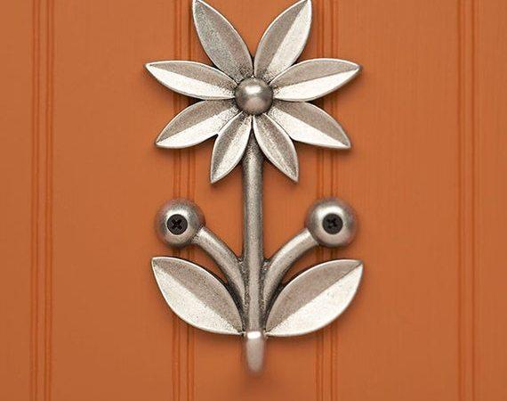 madeliefje sleutel, riem, masker vaatdoek wandhaak houder door BeehiveHandmadeLLC