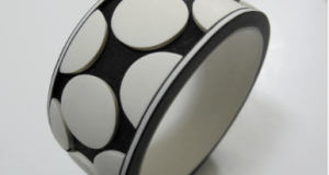 siyah-beyaz-bilezik-300x160