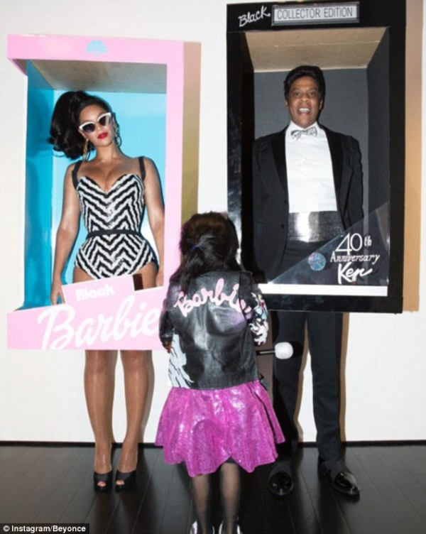 39f5395400000578-3893560-beyonce_and_jay_z_showed_off_their_creative_side_by_dressing_up_-m-18_1478015746917