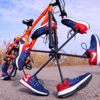 Man Changed His Bicycle Wheels With Training Shoes