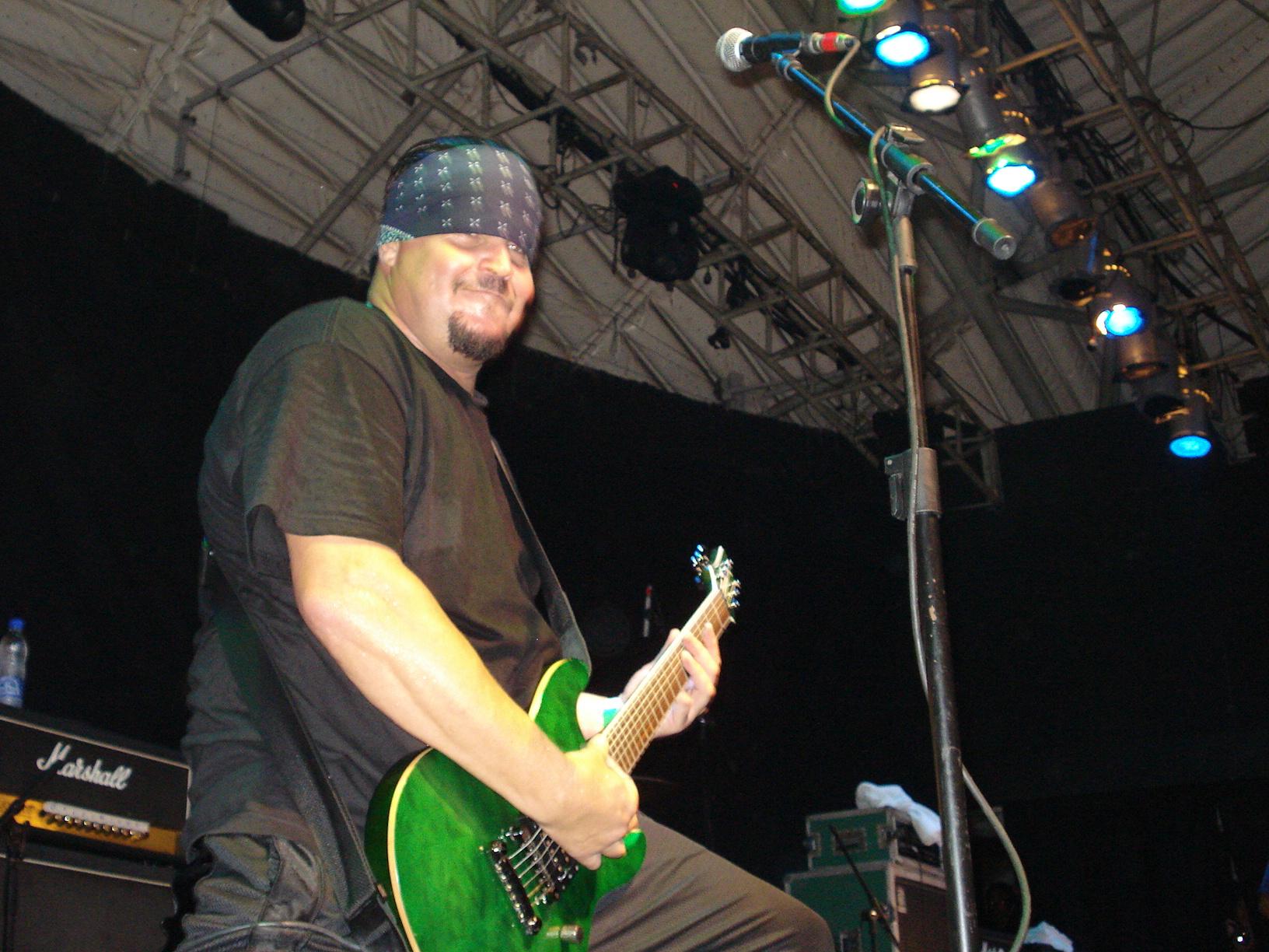 Brother Clark, em show no RJ, ano passado. Foto sacada pelo camarada Eduardo Santana.