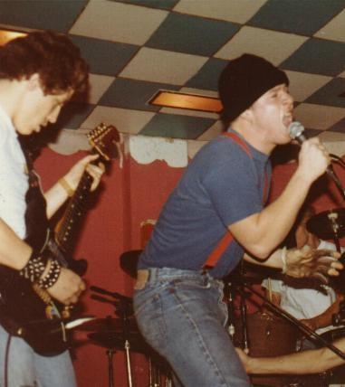 Battson, na guitarra, e Muir no início dos anos 80