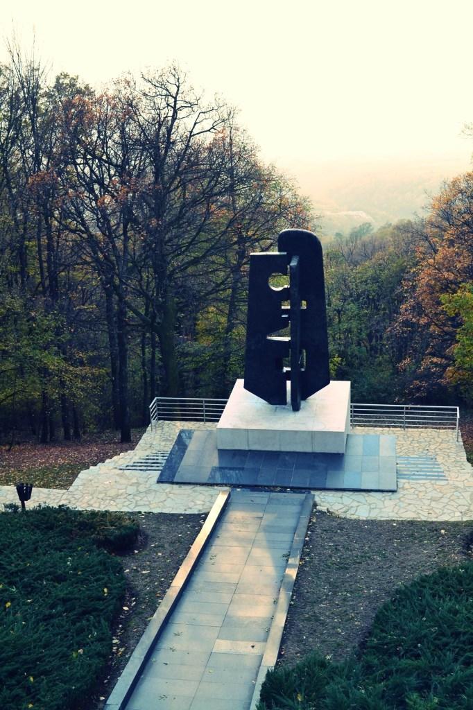 spomenik avala