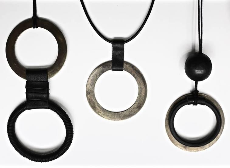 wolf & chain design