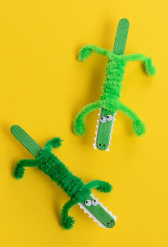 Craft Sticks: crocodile craft