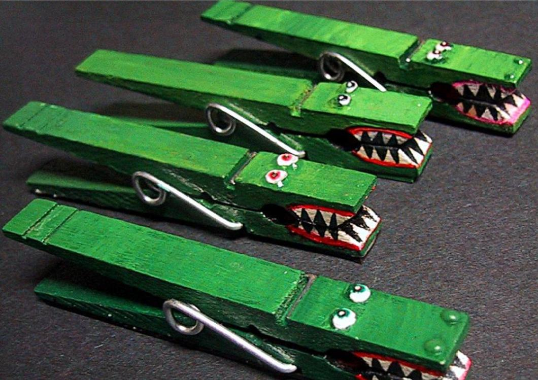 Crafts for boys: alligator clothespin