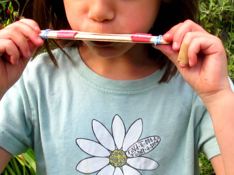 Craft Sticks Idea: Play Harmonica