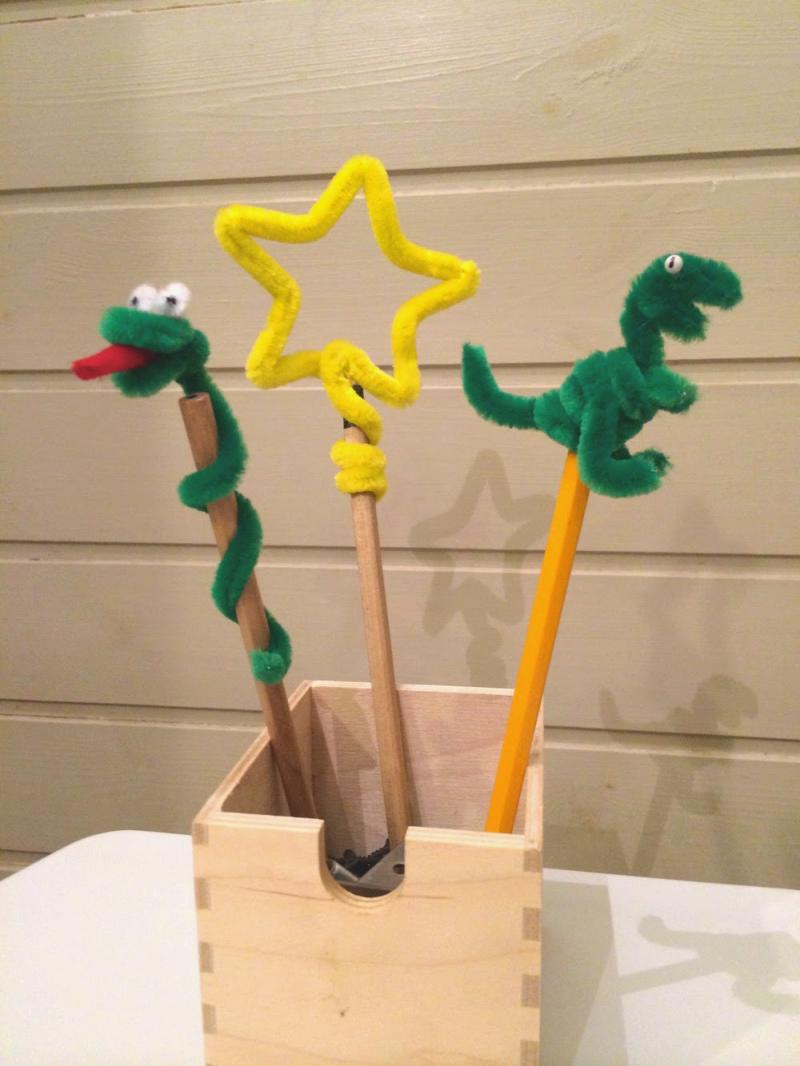 crafts with pipe cleaners and popsicle sticks