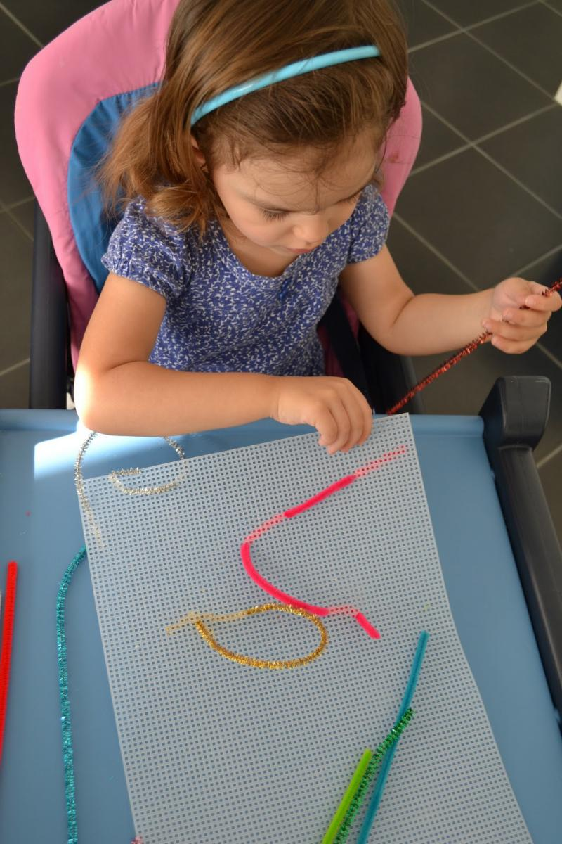 easy crafts with pipe cleaners