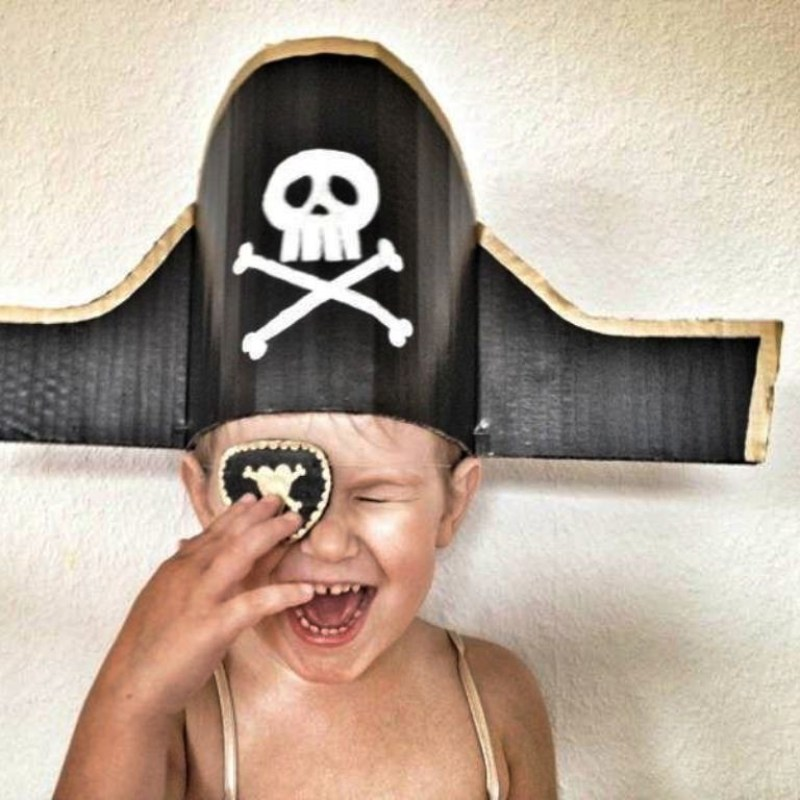 make a pirate hat