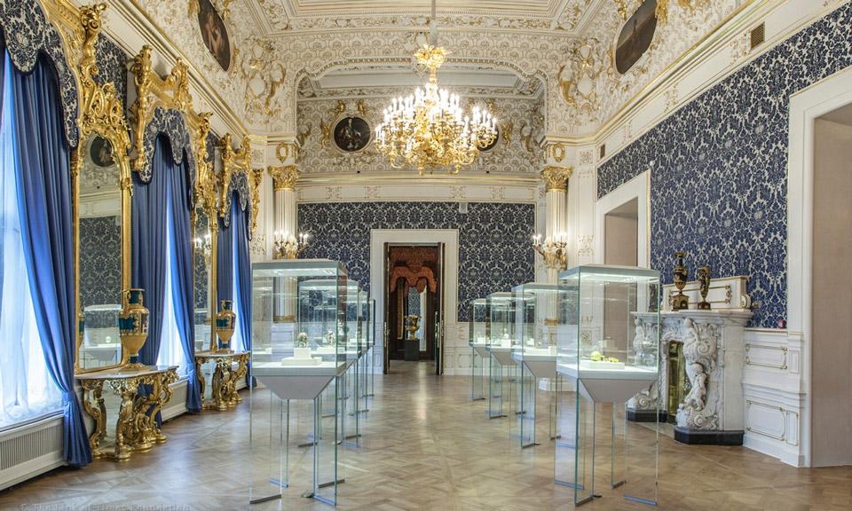 Inside Shuvalovsky palace, Faberzhe museum.