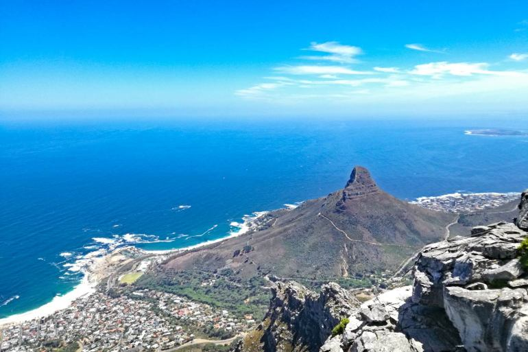 A breathtaking view of the city from Table Mountain, the best in the Cape Town itinerary