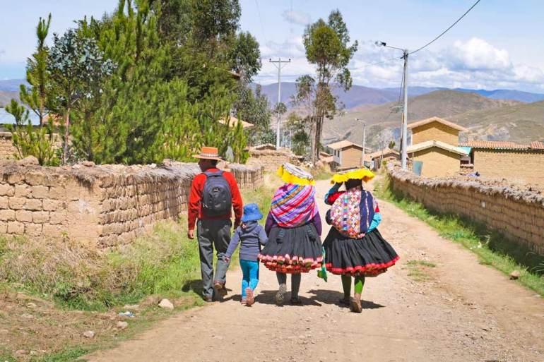 A Quechua family in Tinque, Ausangate trek, Peru