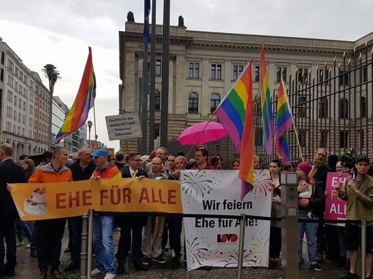 Die Ehe für alle kommt – auch der Deutsche Bundesrat macht den Weg frei