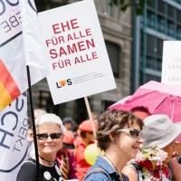 Die «Mitte-Fraktion» mit CVP, EVP und BDP wollen eine «Ehe für alle light»