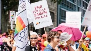 Die «Mitte-Fraktion» mit CVP, EVP und BDP wollen eine «Ehe für allelight»