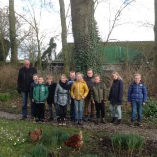 Schoolklas op bezoek bij Philippusfenne.
