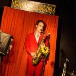 Kommunikation in der Schlange und Musik aus Dietenhofen