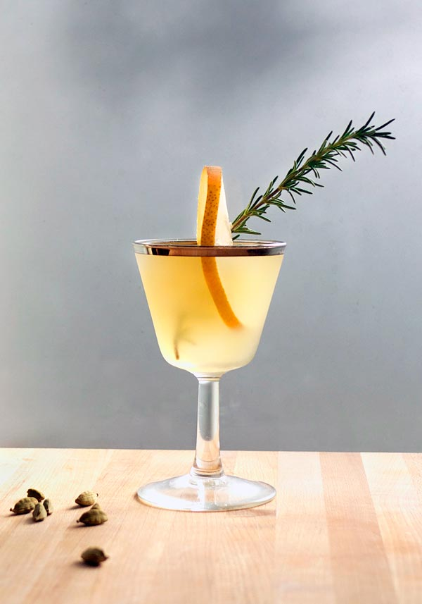 Winter Pear Cocktail // stirandstrain.com