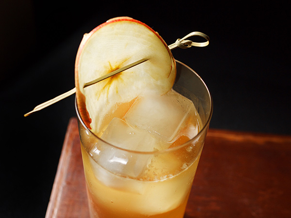 Sparkling Apple Sherry Cocktail // stirandstrain.com