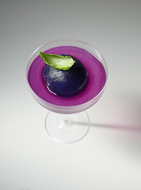 The Purple Halo Cocktail with Exotico Tequila Blanco and Mountain Valley Sparkling Essence Blackberry and Pomegranate. It's a color changing cocktail! // stirandstrain.com